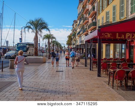 Cannes, France - August 11, 2017: A Picture Of The Quai Saint-pierre In Cannes.