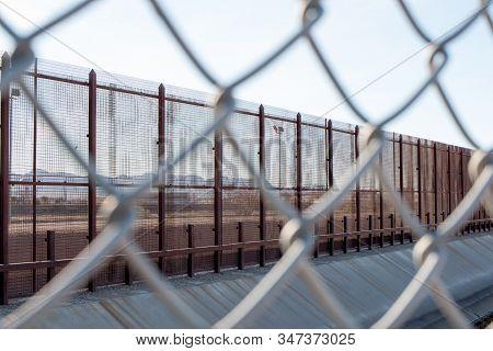 El Paso, Texas Usa-january 13, 2020: Fence Along The U.s. Mexican Border In El Paso, Texas