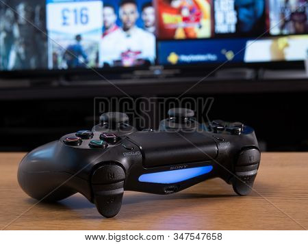Uk, Jan 2020: Sony Dualshock Remote Controller Wireless For Playstation 4 In Front Of Online Store O