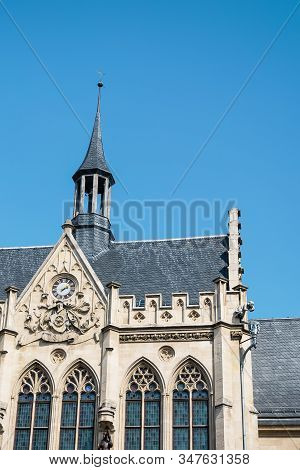 Old House, Details. The Fishmarkt Square In Erfurt, Germany