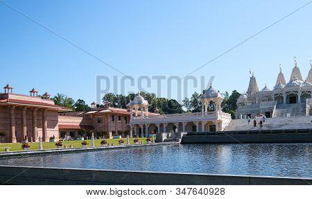 Lilburn, Georgia - November 25, 2019: The Baps Shri Swaminarayan Mandir Is A Traditional Hindu Mandi