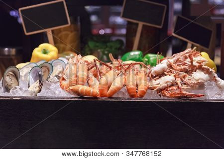 Selective Focused On Fresh Steamed Tasty Seafood Tiger Prawns, Green Mussels And Blue Crab On Ice In
