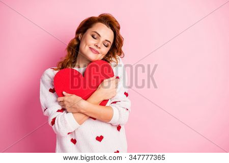 Close-up Portrait Of Her She Nice Attractive Lovely Dreamy Peaceful Cheerful Sweet Tender Wavy-haire
