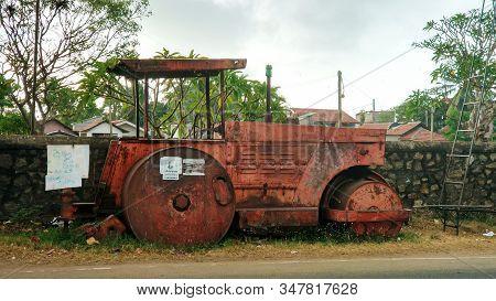 Motor Vehicle Or Heavy Roller Or Steamroller For Road Making Or Street. Sri Lanka - 02.08.2018