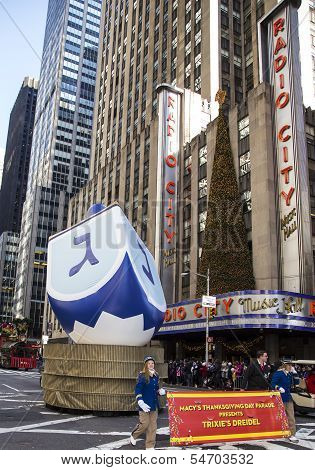 Thanksgivinguh Dreidle passing Radio City Music Hall