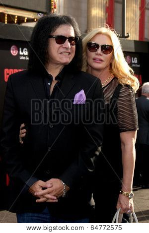 LOS ANGELES - MAY 8:  Gene Simmons, Shannon Tweed Simmons at the