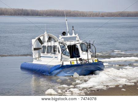 Hovercraft ship