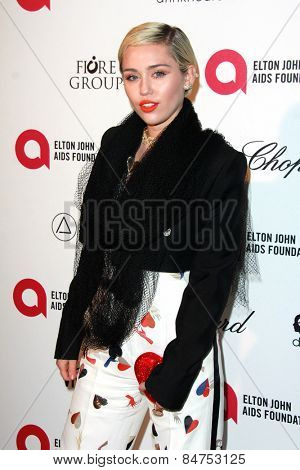 LOS ANGELES - FEB 22:  Miley Cyrus at the Elton John Oscar Party 2015 at the City Of West Hollywood Park on February 22, 2015 in West Hollywood, CA