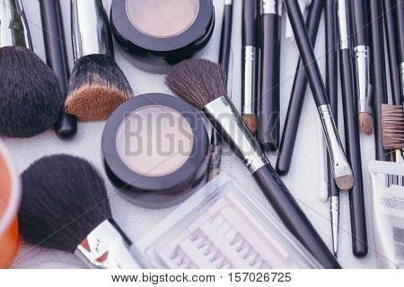 Makeup Of Decorative Cosmetic Powder, Concealer, Eye Shadow Brush, Blush, Foundation, False Eyelashe