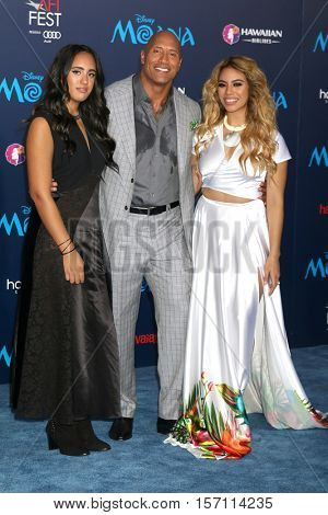 LOS ANGELES - NOV 14:  Simone Alexandra Johnson, Dwayne Johnson, Dinah-Jane Hansen at the