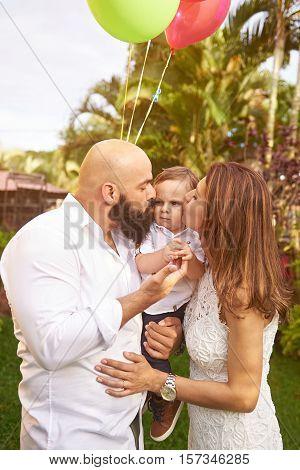 Parents Kissing Grumpy