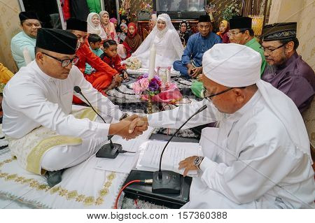 Bandar Seri Begawan,Brunei-Nov 12,2016:Nikah ceremony in Brunei traditional wedding at Brunei Darussalam.In the Islamic legal,it implies a marriage contract in the presence of a minimum of two males.