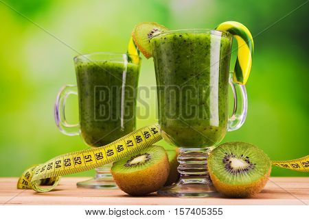Healthy diet of fat burning cocktail kiwi