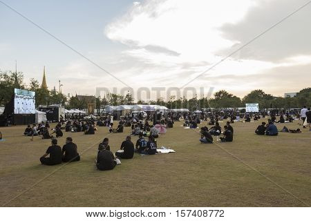 BANGKOK THAILAND - OCT 28 : life of mourners at south of Sanam Luang while the body of Thailand Bhumibol Adulyadej keep in Grand Palace on october 28 2016