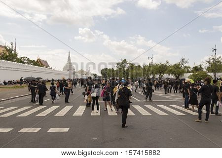 BANGKOK THAILAND - OCT 23 : A crowd of mourners on Na Phra Lan road in Sanam Luang area while the funeral of king Bhumibol Adulyadej in Grand Palace on october 23 2016