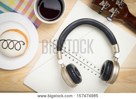 Music Headphone for song writing in a coffee shop