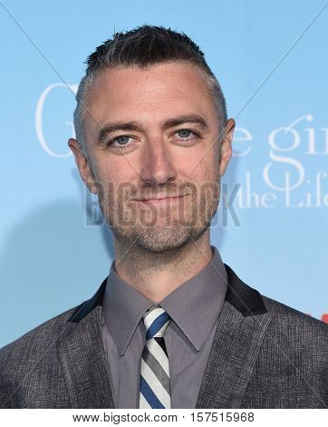 LOS ANGELES - NOV 18:  Sean Gunn arrives to the Netflix's 'Gilmore Girls: A Year In The Life' Premiere on November 18, 2016 in Westwood, CA
