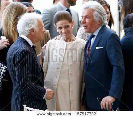 NEW YORK-MAY 5: (L-R) Ralph Lauren, Annette de la Renta, and Giancarlo Giammetti at the Anna Wintour Costume Center Grand Opening at the Metropolitan Museum of Art on May 5, 2014 in New York City.