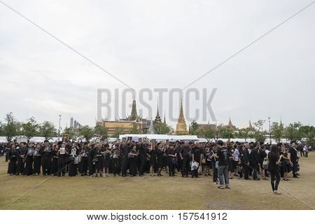 BANGKOK THAILAND - OCT 29 : the massive line up of mourners at Sanam Luang while the body of Thailand Bhumibol Adulyadej keep in Grand Palace on october 29 2016
