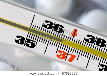 Thermometer shows the temperature of 36,6 man