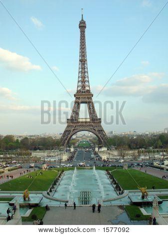 Eiffel Tower 676M