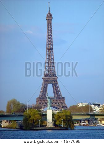 Eiffel Tower And Small Statue Of Liberty 996M