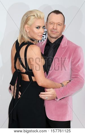 LOS ANGELES - NOV 20:  Jenny McCarthy, Donnie Wahlberg at the 2016 American Music Awards at Microsoft Theater on November 20, 2016 in Los Angeles, CA