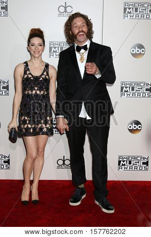 LOS ANGELES - NOV 20:  Kate Gorney, T.J. Miller at the 2016 American Music Awards at Microsoft Theater on November 20, 2016 in Los Angeles, CA