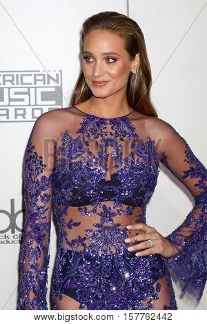LOS ANGELES - NOV 20:  Hannah Davis Jeter at the 2016 American Music Awards at Microsoft Theater on November 20, 2016 in Los Angeles, CA