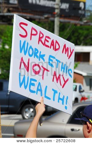 PENSACOLA, FLORIDA - APRIL 15:  Protesters attend nationwide rally against increased government spending in Pensacola, Florida on tax day, April 15, 2009.