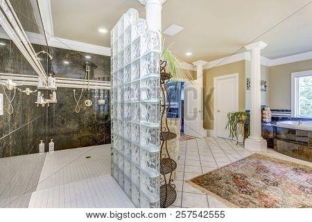 Elegant Master Bathroom With White Columns