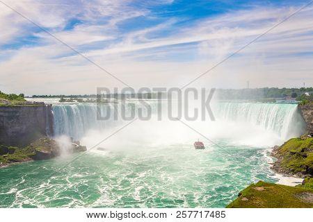 View At The Hoseshoe Falls Of Niagara Falls - Canada