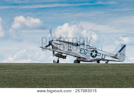 Eden Prairie, Mn - July 16, 2016: P-51 Mustang Sierra Sue Ii Taxis Out At Air Show. The P-51 Mustang