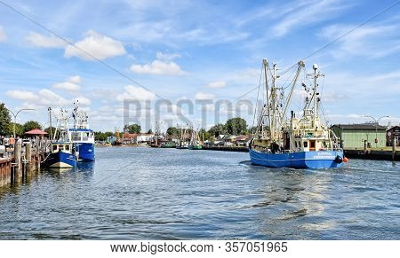 Buesum, Germany - August 1, 2018: A Fishing Boat Enters The Harbour Of Büsum In North Frisia In Germ