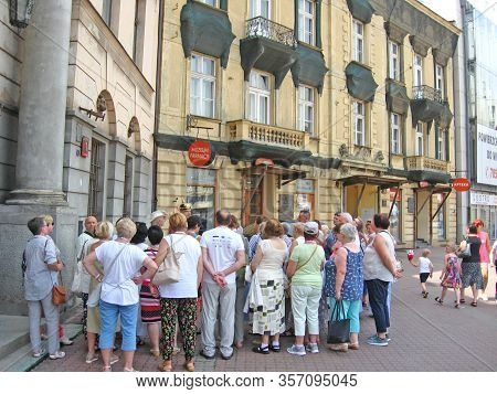 Lodz / Poland. 18 July 2019: Crowd Of Elderly Tourists Listening To The Guide. Tourists In Polish Ci