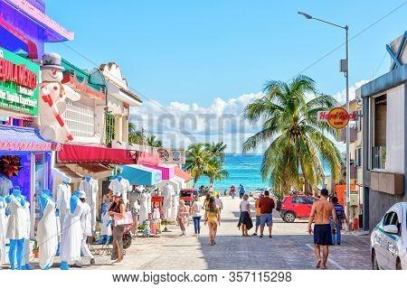 Playa Del Carmen, Mexico - Dec. 26, 2019: Visitors Enjoy Shopping On The Famous Entertainment Distri