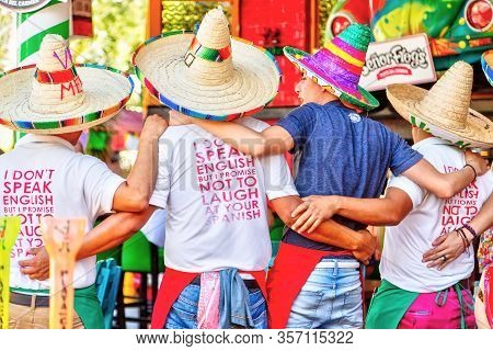 Playa Del Carmen, Mexico - Dec. 26, 2019: Tourists Singing Along With Street Performers On Famous 5t