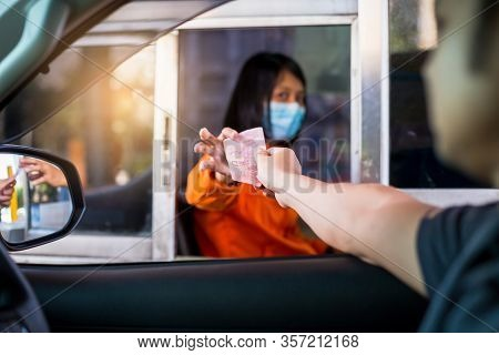 Bangkok , Thailand - March 23, 2020: Selective Focus To Driver Pay For The Expressway To Woman Staff