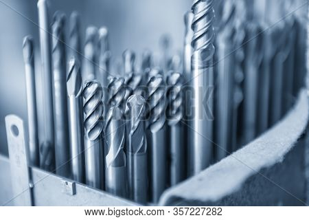 The Group Of Solid End Mill Tool , Radius Or Bull Nose Endmill Tool In The Light Blue Scene.the  Cut
