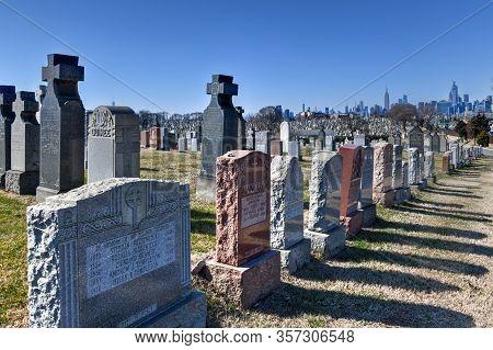 New York City - Feb 23, 2020:  Calvary Cemetery With Manhattan Skyline In New York. Calvary Cemetery