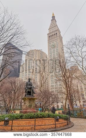 New York, Usa - January 17, 2018: William Henry Seward Sculpture Made By Randolph Rogers At Madison