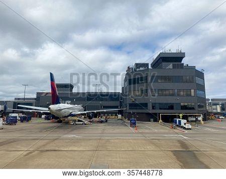 Atlanta, Ga/usa-3/21/20: Airplanes Parked At The Delta Airlines Terminal At Hartsfield Internationa