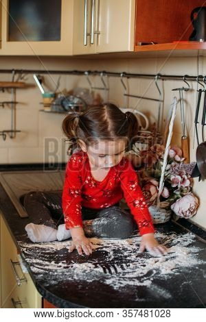 Flour Sensory Play For Toddlers. Easy Flour Sensory Play Activity For Babies. Cute Little Girl Sits