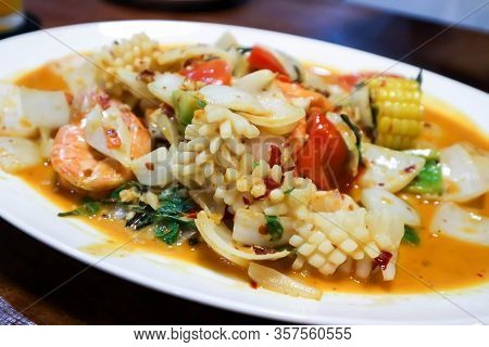 Stir-fried Squid, Stir-fried Seafood And Vegetable Dish