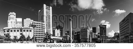 San Francisco, Ca, Us - Oct 5, 2011: Panoramic View Of Union Square With Saks Fifth Avenue, Tiffany