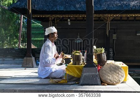 Bali, Indonesia 27 June 2017 : Buddhists Praying At Tirta Empul Temple In Bali, Indonesia. It Has Ho