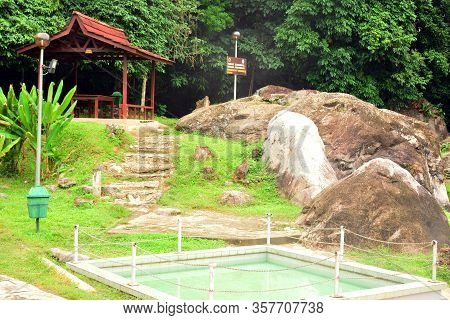 Sabah, My - June 18: Poring Hot Spring On June 18, 2016 In Sabah, Malaysia. Poring Is Situated In Lo