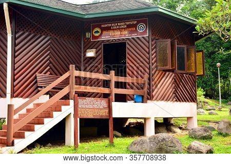 Sabah, My - June 18: Poring Hot Spring Bath Tub And Locker Room Facade On June 18, 2016 In Sabah, Ma