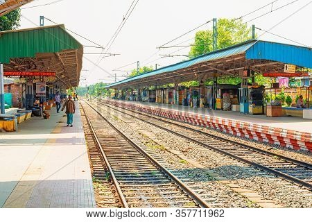 West Bengal,india-march 22,2020: Railway Platform Is Empty For Janta Curfew Lockdown For Safety Of T