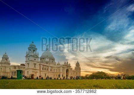 Kolkata, West Bengal, India - July 16th 2017 : Beautiful Image Of Sun Set With Victoria Memorial Bul
